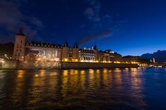 A orillas del Sena (Juan Ig. Llana) Tags: paris ledefrance francia rio sena agua reflejos horaazul lanuitblanche nocheenblanco nocheblanca arquitectura torreeiffel