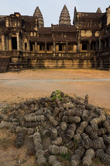 Missing pieces of balustrade (abbobbotho) Tags: cambodia bg angkorwat krongsiemreap siemreapprovince kh