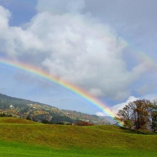 Perfect moment #rainbow #regenbogen #landschaft #landscape #lendorf #kärnten #visitkärnten #ilovekärnten #iloveaustria #inaustria #austrianblogger #wolken #picoftheday #bilddestages #laurenzhof #hotellaurenzhof #regenundsonne #bunt #cloudporn #clouds #wun