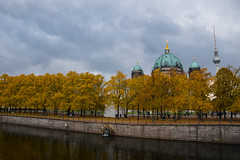 Berlin in october (MicheleSana) Tags: colore autunno natura alberi foglie fiume cattedrale chiesa cielo colori color autumn nature trees leaves river cathedral church sky farbe herbst natur bume bltter fluss kathedrale kirche himmel lacouleur lautomne lanature lesarbres lesfeuilles rivire cathdrale glise ciel couleur