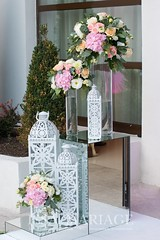aranjamente florale decor intrare nunta (IssaEvents) Tags: nunta decor sala aranjamente decoratiuni idei felinare dubai albe flori covor alb nunti valcea