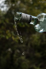 Rhum (Amylee_90) Tags: water eau alcool rhum bottle bouteille verse extrieur rapide pose courte