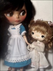 Toy-in-the-Frame Thursday; and Blythe-a-Day November#3: Something Warm: Jessamyn & Her Daughter