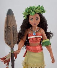 Limited Edition Moana Doll - Disney Store Purchase - Deboxed - Free Standing With All Accessories - Midrange Front View (drj1828) Tags: disneystore moana le doll 2016 limitededition le6500 17inch us instore purchase review deboxed