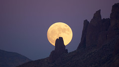 sUPER mOON oVER sUPERSTITION 22 (wNG555) Tags: 2016 arizona phoenix apachejunction apachetrail superstitionmountain supermoon zm5amc500mmf8 maksutov