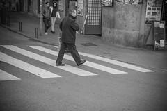 sigue caminando. (A.Ayuso) Tags: bwstreetphotography blanconegro calle callejeros candid candidphoto domingo espaa madrid nikon noiretblanc rue streetphotography streetshoot schwarzweiss spain strasse strae street urbana