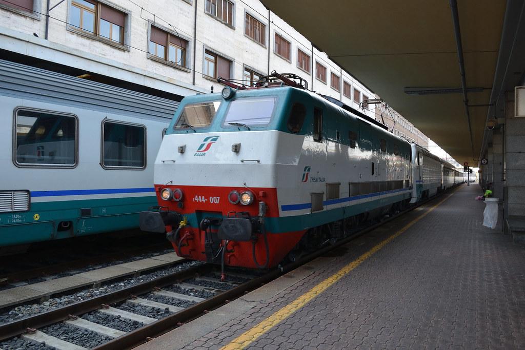 The world 39 s best photos of notte and stato flickr hive mind - Orari treni torino porta nuova genova brignole ...
