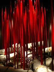 red red red (Ian Muttoo) Tags: dsc77051edit ufraw gimp toronto ontario canada rom royalontariomuseum chihuly glass sculpture art