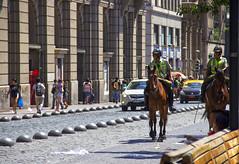 Por Plaza de Armas (Imthearsonist) Tags: horses street plazadearmas santiago chile policemen carabineros caballo calle urban exploration people city cars autos ciudad