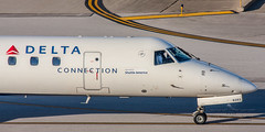 20160104_0173 (HarryMorrowPhotography) Tags: imagescopyrightofharrymorrowtradingasharrymorrowphotogr imagescopyrightofharrymorrowtradingasharrymorrowphotography n563rp delta connection operated by shuttle america embraer erj145 seen here port columbus oh very wintery day full snow showers sunshine jan 2016