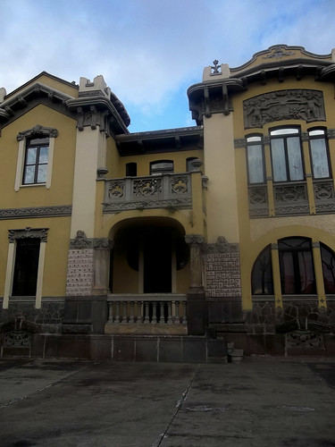 Acercamiento: Antigua Casa Jiménez de la Guardia av.1-1a, c.5/ Getting closer: former Jiménez de la Guardia house 1st-1a av., 5th st.