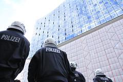 Blockupy Hamburg 170514-100 (photo.graf™) Tags: europa hamburg spd hafencity lampedusa widerstand barrikaden wasserwerfer krawalle linke demontration 170514 polzeieinsatz blockupy