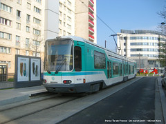 Timbaud (ernstkers) Tags: paris ratp streetcar t1 tram tramvia tranvia trolley strasenbahn eléctrico spårvagn bonde lightrail
