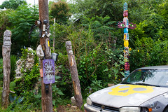 OIL YOUR CHAIN (-Dons) Tags: usa streetart car austin skull texas unitedstates tx totem carving pole totempole