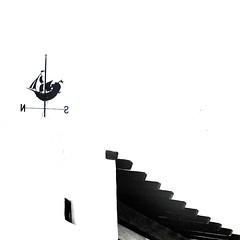 Abstracto (Helena de Riquer) Tags: roof blackandwhite blancoynegro topf25 square interestingness topf50 topf75 tetto sony minimal abstraction weathervane minimalism vane toit dach topf100 tejado telhado menorca biancoenero binibeca teulada carr blancinegre quadrat quadrado veleta 2014 balearicislands girouette carlzeiss illesbalears blancetnoir cuadrado abstraccin catavento minimalisme wetterfahne islasbaleares giraldillo isolebaleari binibquer 100faves penell banderuola abstracci minorica cataviento binibquervell sonydsch20 helenaderiquer abstracto