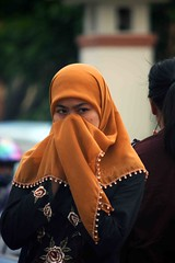IMG_1476fr (Mangiwau) Tags: streets fashion scarf indonesia head muslim islam headscarf hijab jakarta raya indah jalan pondok baju islamic kepala pinang wanita moslem agama tangerang jilbab bintaro pinggir ciputat tangsel fesyun