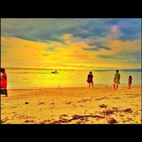 Pantai Sira terletak di Kabupaten Lombok Utara tepatnya di Kec.Pemenang Desa Sira   (sira dibaca Sire)