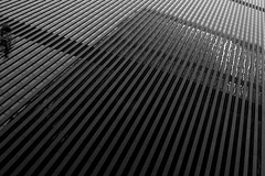 Manhattan (Pochi Soffia) Tags: city travel viaje urban bw usa newyork abstract reflection building june architecture canon vanishingpoint manhattan perspective july ciudad bn urbano nuevayork 2014 fachade