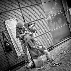 Coiffeur de Rue (AlpixImages) Tags: street urban blackandwhite bw paris france monochrome fuji noiretblanc candid nb hairdresser fujifilm streetphoto rue c