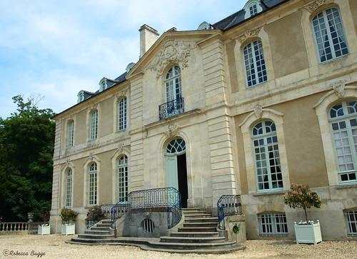 Entering the château