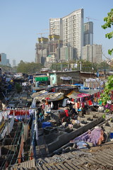 world's largest outdoor laundry. (Hel*n) Tags: india laundry bombay mumbai indien dhobighat wscherei