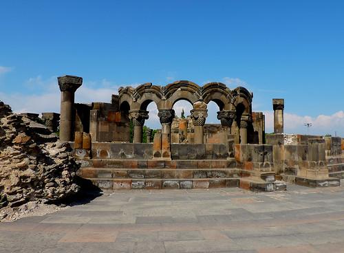 R 2014 09 Armenia Zvartnoc ruin DSCN2771