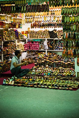 Indian Al Bundy (inacio.marcos) Tags: street al shoes dubai indian seller bundy