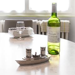 Entre poivre et sel marin (Clydomatic) Tags: salière poivrière salièrepoivrière paquebot bateau bouteille vin vinblanc entredeuxmers bordeaux