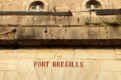 Août 2016 (16) - Besançon (roland dumont-renard) Tags: jura franchecomté doubs besançon fortbregille entrée inscription mur