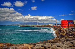 Kakaako Waterfront Park (jcc55883) Tags: kakaako kakaakowaterfrontpark honolulu honoluluharbor shippingcontainers honoluluinternationalairport hawaii oahu sky clouds horizon ocean pacificocean nikon nikond3200