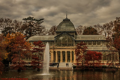 AUTUMN-PALACIO DE CRISTAL -PARQUE DEL BUN RETIRO-Madrid (FRANCISCO DE BORJA SNCHEZ OSSORIO) Tags: amor arrow autumn automaticfocus beauty otoo love color colour bokeh focuspoint focus composicin composition passion pasin primavera spring summer shot slowtimeexposure verano vida winter invierno instante delicado delicate disparo desenfoque divertido detail details detalle detalles colourtemperature timeexposure tiempodeexposicin tripod temperaturadecolor foco nature naturaleza nice exposure exposicin enfoque belleza flechazo parquedelbunretiro