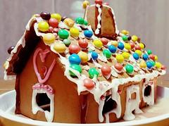 Gingerbread house (Anne Susan Karine) Tags: gingerbreadhouse gingerbread piparkakkutalo annaspepparkakshus baking sugar bakelse leivonta leipominen koristelu decoration