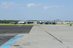 Blue Angels taxiing (cmfgu) Tags: martinstateairport essex md maryland baltimorecounty openhouse fleetweek airshow blueangels mcdonnelldouglas fa18hornet unitedstatesnavy usn airplane aircraft jet aerobatic flight demonstration team tarmac taxiing