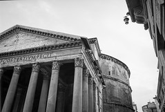 Pantheon (Naftade) Tags: italy rome antique roman empire columns classical oldbuilding church temple jesus maria martyrs mars venus dome kirche tempel antike schwarz weis hoherkontrast film analog analogue mamiya m645 1000s sekor4528 rolleiretro80s pyrocathd selfdeveloped blanc noir noiretblanc bianco negro nero istillshootfilm