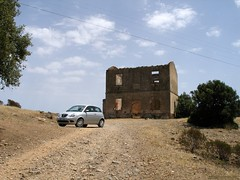 SS293, Sardinien - Ruine an einer ehemaligen Bahnstrecke zwischen Nuxis & dem Castello di Acquafredda (SW) (cd.berlin) Tags: sardinien sardigna sardegna sardinia italien italia italy 2008 nuxis ss293 ruine cdberlin