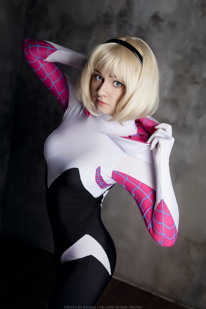 Gwen stacy spider woman cosplay