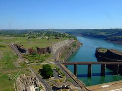 Arriba la represa (JohnSeb) Tags: brazil paraná brasil río river power dam fiume rivière paraguay represa fluss powerstation iguazu iguazú itaipu 河流 iguaçu rivier johnseb 川 southamerica2012