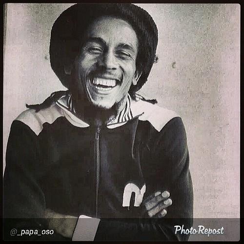 "By @_papa_oso """"Sonríe al sistema le molesta"" ~Bob Marley #BuenosDias #Rastafari #Irie #JahBless #TuffGong #FelizLunes"" via @PhotoRepost_app"
