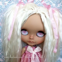 Proper introduction for 'Anise', exotic little girl that will be available at my stall in BC Amsterdam !  She's a Sunshine Holiday with amazing baby Alpaca hairs. 4 new eyechips etc.. For more info Pm me on FB! See you soon!!!! :)