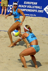 9652-fotogalerie-rv.ch (Robi33) Tags: show summer game sport ball court switzerland sand play action competition basel victory player beachvolleyball international block umpire viewers