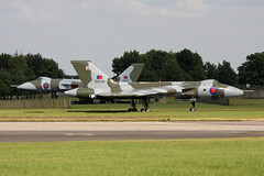 2 Vulcans (G.Perkin) Tags: sky canon tin eos triangle war force display aircraft air wing jet royal delta lincolnshire airshow v trust to vulcan winged bomber falklands raf airbase avro waddington 607 vbomber 100400l xh558 40d xm607 gvlcn vtts