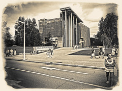 "55 (El Diau Burlon-Virados ""Arrobarroba"") Tags: street espaa gijn streetphotography ciudad asturias mujeres hombres virados sonydschx50v eldiauburln"