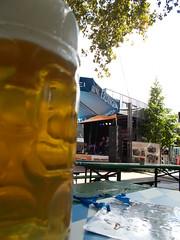 Bier (schremser) Tags: deutschland hessen band bier musik mass krug stadtfest kapelle bühne masskrug mrstarlight giesen katharinenplatz mrstarlightundband