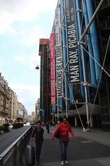 Design, Man Ray, Picabia... et une valise (So_P) Tags: paris france architecture architektur notre dame beaubourg