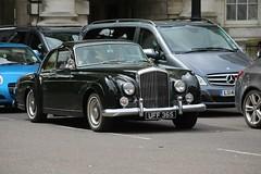 1959 Bentley S1 Continental (kenjonbro) Tags: uk green london westminster trafalgarsquare coupe charingcross bentley 1959 sw1 worldcars kenjonbro 4500cc bentleyslcontinental canoneos5dmkiii kencorner canonzoomlensef9030014556 uff365 1959bentleys1continental