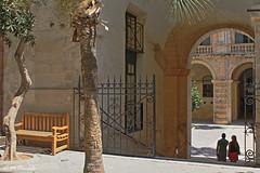 009830 - Malta (M.Peinado) Tags: copyright canon banco malta arco hdr jardn rejas 2014 canoneos60d islademalta agostode2014 31082014