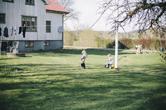 Summer on the country side (Erica Gilbertson) Tags: roof boy summer baby white house color green pee boys colors grass kids canon garden children outside outdoors countryside kid spring child brothers sweden brother country swedish peeing swedishsummer skllinge canoneos5dmarkii 5dmarkii swedishspring canon5dmarkii