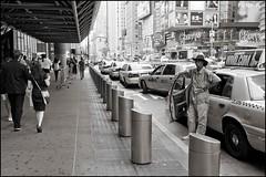 2010-09_DSC_1390_20160726NB (Ral Filion) Tags: newyorkcity newyork usa tatsunis nyc manhattan ville amrique urbain gratteciel taxi rue publicit publicity city america urban building skyscraper street yellowcab blackman blackandwhite noiretblanc