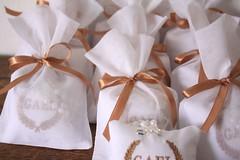 Lembrancinhas para chegada do Gael: Sach bordado, com mini tercinho e embalado em saquinho de organdi (Mimos Art - Para mames e noivas) Tags: lembrancinhamaternidade lembrancinhanascimento caixasbordadas azulmarinhoedourado azulebege urso anjo brancoedourado