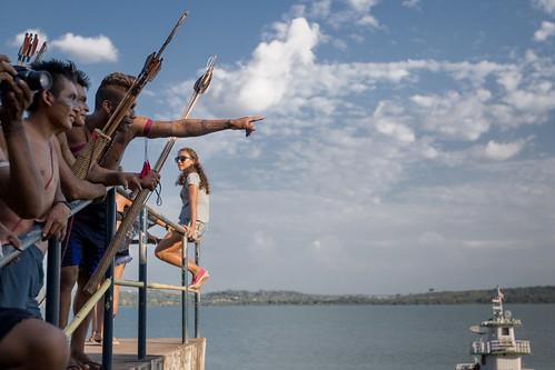 Encerramento do evento - abraço simbólico no Rio Tapajós